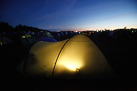 Lights in a tent in Spring town at night. Photo: Magnus Fröderberg/Scouterna