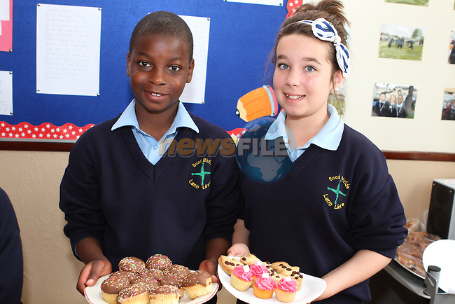 Qayum Adegoke and Ciara Kiernan at the Cake Sale in Scoil Bhride NS, Dunleer....Photo NEWSFILE/Jenny Matthews.