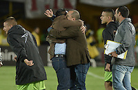 BOGOTÁ -COLOMBIA, 04-06-2016. Jaime de la Pava técnico de Cortulúa y el cuerpo técnico celebran la calificación de su equipo a las semifinales después del partido de vuelta entre Independiente Santa Fe y Cortulúa por los cuadrangulares finales de la Liga Aguila I 2016 jugado en el estadio Nemesio Camacho El Campin de la ciudad de Bogota.  / Jaime de la Pava coach of Cortulua celebrates with the technical assistant the classificvation of his team to the semifinals after second leg match between Independiente Santa Fe and Cortulua of the finals quadrangular of the Liga Aguila I 2016 played at the Nemesio Camacho El Campin Stadium in Bogota city. Photo: VizzorImage/ Gabriel Aponte / Staff