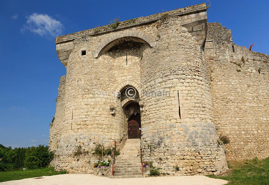 France, Allier (03), Billy, portail d'entrée du château // France, Allier, Billy, the castle