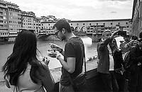 Firenze, Ponte Vecchio. Turisti, gelato, selfie .... tourists, ice cream, selfie