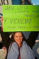 BUENOS AIRES, ARGENTINA, 13 JULHO 2012 - PROTESTO AMBIENTALISTAS - Organizacoes ambientalistas protestam contra a mineração em céu aberto nas ruas da regiao central de Buenos Aires, capital da Argentina, nesta sexta-feira, 13. (FOTO: PATRICIO MURPHY / BRAZIL PHOTO PRESS).