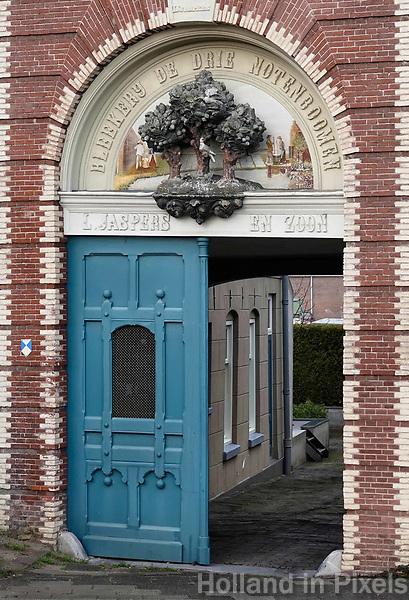 Nederland - Gouda - December 2018.   Bleekerij de Drie Notenboomen. Toegang tot een oude blekerij.    Foto Berlinda van Dam
