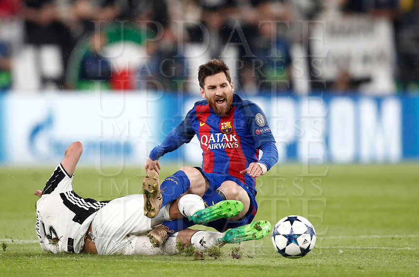 Football Soccer: UEFA Champions UEFA Champions League quarter final first leg Juventus-Barcellona, Juventus stadium, Turin, Italy, April 11, 2017. <br /> Barcellona's Lionel Messi (r) in action with Juventus Miralem Pjanic (l) during the Uefa Champions League football match between Juventus and Barcelona at the Juventus stadium, on April 11 ,2017.<br /> UPDATE IMAGES PRESS/Isabella Bonotto