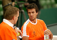 6-2-06, Netherlands, Amsterdam, Daviscup, first round, Netherlands-Russia, training, John van Lottum is being coached bij Tjerk Bogtstra(l)