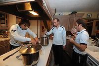SCHAATSEN: SALT LAKE CITY: 13-11-2013, Schaatsteam Stressless (BEL), Ferre Spruyt, Bart Veldkamp, Maarten Thysen (fysio), ©foto Martin de Jong