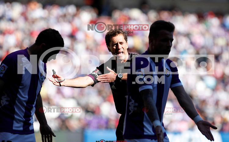 Referee and Real Valladolid´s Ebert and Oscar V Getafe match during La Liga 2012-13. April 13, 2013 (Victor J Blanco/Alterphotos)