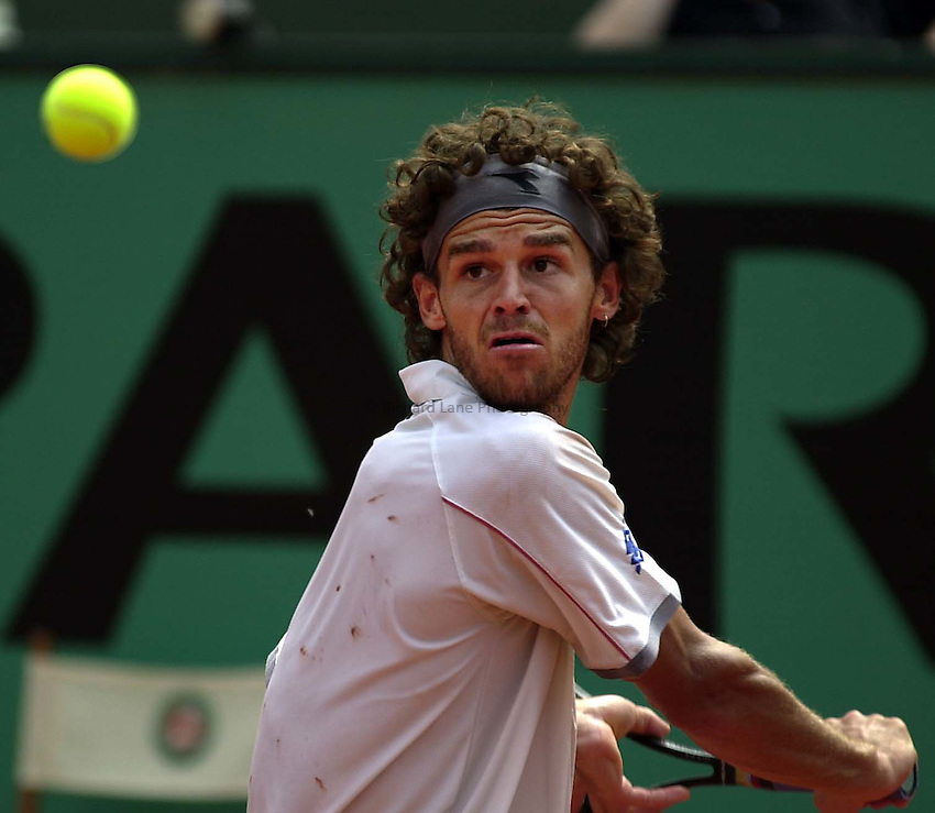 Photo. Richard Lane. .Roland Garros 2001, French Open Tennis. 30/5/2001.Gustavo Kuerten of Brazil returns during his second round victory over Agustin Calleri of Argentina.