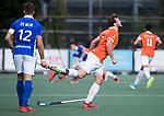 UTRECHT - Roel Bovendeert (Bldaal) blesseert zich  tijdens  de hockey hoofdklasse competitiewedstrijd heren:  Kampong-Bloemendaal (3-3). links Sander de Wijn (Kampong)    COPYRIGHT KOEN SUYK