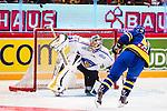 Stockholm 2014-05-03 Ishockey Oddset Hockey Games  Sverige - Finland :  <br /> Finlands m&aring;lvakt Pekka Rinne r&auml;ddar en straff av Sveriges Oscar M&ouml;ller i straffl&auml;ggningen<br /> (Foto: Kenta J&ouml;nsson) Nyckelord:  Oddset Hockey Games Sverige Swe Tre Kronor Finland Fin Globen Ericsson Globe Arena