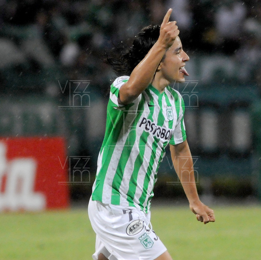 MEDELLÍN -COLOMBIA-23-04-2014. Sherman Cardenas de Atlético Nacional de Colombia celebra un gol anotado a Atlético Mineiro de Brasil durante el partido por los octavos de final de la Copa Libertadores de América 2014 jugado en el estadio Atanasio Girardot de Medellín, Colombia./ Sherman Cardenas player of Atletico Nacional of Colombia celebrates a goal scored to Atletico Mineiro de Brazil during  first leg match for the knockout stages of the Copa Libertadores championship 2014 played at Atanasio Girardot stadium in Medellin, Colombia. Photo: VizzorImage/ Luis Ríos /STR