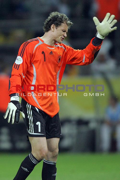 FIFA WM 2006 -  Semi Finals / Halbfinale<br /> Play    #61 (04-Juli) - Deutschland - Italien<br /> <br /> Torwart Jens Lehmann von Deutschland hadert mit sich nach dem Gegentor zum 1:0.<br /> <br /> Foto &copy; nordphoto