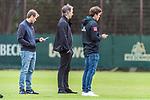 30.06.2020, Trainingsgelaende am wohninvest WESERSTADION,, Bremen, GER, 1.FBL, Werder Bremen Training, im Bild<br /> <br /> <br /> Frank Baumann (Geschäftsführer Fußball Werder Bremen)<br /> Clemens Fritz (Chef Scouting Abteilung SV Werder Bremen)<br /> Tim Barten (Teammanager Werder Bremen)<br /> <br /> <br /> Foto © nordphoto / Kokenge