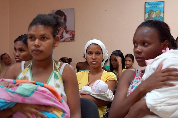 Varias Adolescentes reciben educación en la Unidad de Atención Integral a las Adolescentes de la Maternidad la Altagracia.Maternidad la Altagracia..Fotografia: Cesar de la Cruz.Fecha:.