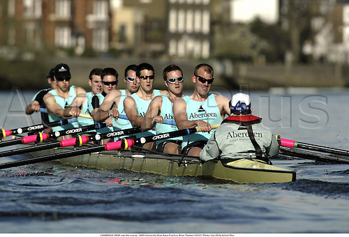 CAMBRIDGE CREW row the course, 149th University Boat Race Practice, River Thames 030331 Photo: Glyn Kirk/Action Plus...2003 rowing watersport rowers rower row.varsity