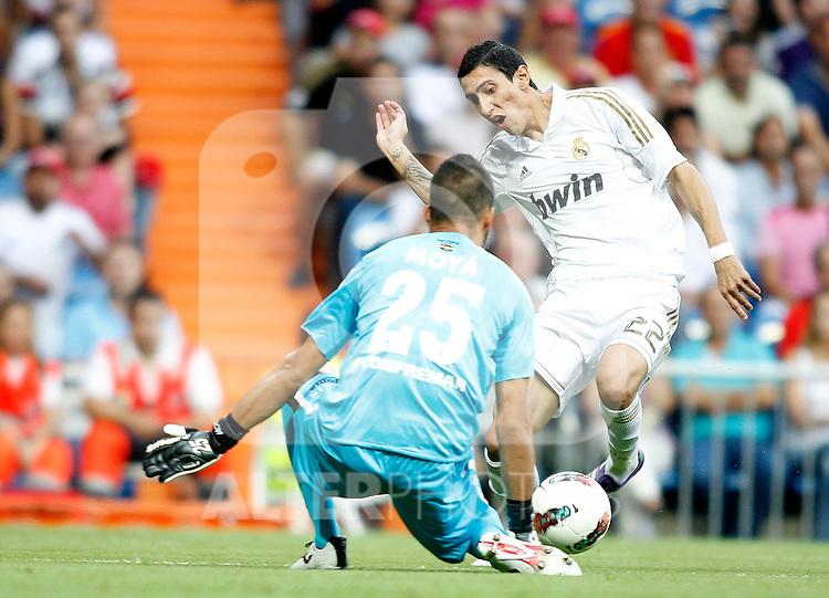 Real Madrid's Angel Di Maria against Getafe's Miguel Angel Moya during La Liga Match. September 10, 2011. (ALTERPHOTOS/Alvaro Hernandez)
