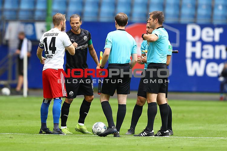 Hamburgs Aaron Hunt und Sandhausens Dennis Diekmeier beim Spiel Hamburger SV gegen den  SV Sandhausen in Hamburg / 280620<br /><br />*** Football - nph00001,  2. Bundesliga: Hamburg SV vs SV Sandhausen, Hamburg, Germany - 28 Jun 2020 ***<br /><br />Only for editorial use. (DFL/DFB REGULATIONS PROHIBIT ANY USE OF PHOTOGRAPHS as IMAGE SEQUENCES and/or QUASI-VIDEO)<br />FOTO: Ibrahim Ot/action press/POOL/nordphoto *** Local Caption *** [4::31065042]