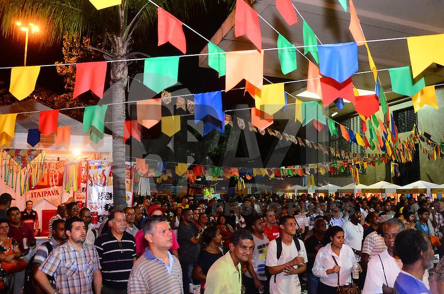 RIO DE JANEIRO, RJ, 18 DE JULHO DE 2013 ARRAIÁ DA CENTRAL DO BRASIL-O segundo Arraiá da Central do Brasil começa hoje e irá até amanhã dia 19 com shows com as bandas Astral, Bola Preta e Swing e Simpatia, atrações e comidas típicas esperam um público passante de 10.000 pessoas, na Central do Brasil, centro do Rio de Janeiro.FOTO:MARCELO FONSECA/BRAZIL PHOTO PRESS