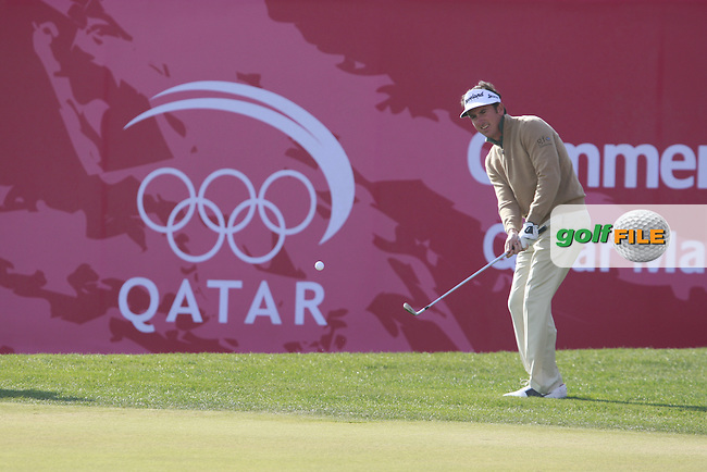 Gonzalo Fernandez-Castano (ESP) chips onto the 18th green during Saturday's Round 2 of the 2012 Commercialbank Qatar Masters presented by Dolphin Energy at Doha Golf Club, Qatar, 4th February 2012 (Photo Eoin Clarke/www.golffile.ie)