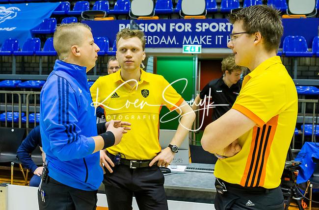 ROTTERDAM  - NK Zaalhockey  finale .MB. scheidsrechters in overleg.    COPYRIGHT KOEN SUYK