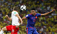 KAZAN - RUSIA, 24-06-2018: Bartosz BERESZYNSKI (Izq) jugador de Polonia disputa el balón con Johan MOJICA (Der) jugador de Colombia durante partido de la primera fase, Grupo H, por la Copa Mundial de la FIFA Rusia 2018 jugado en el estadio Kazan Arena en Kazán, Rusia. /  Bartosz BERESZYNSKI (L) player of Polonia fights the ball with Johan MOJICA (R) player of Colombia during match of the first phase, Group H, for the FIFA World Cup Russia 2018 played at Kazan Arena stadium in Kazan, Russia. Photo: VizzorImage / Julian Medina / Cont