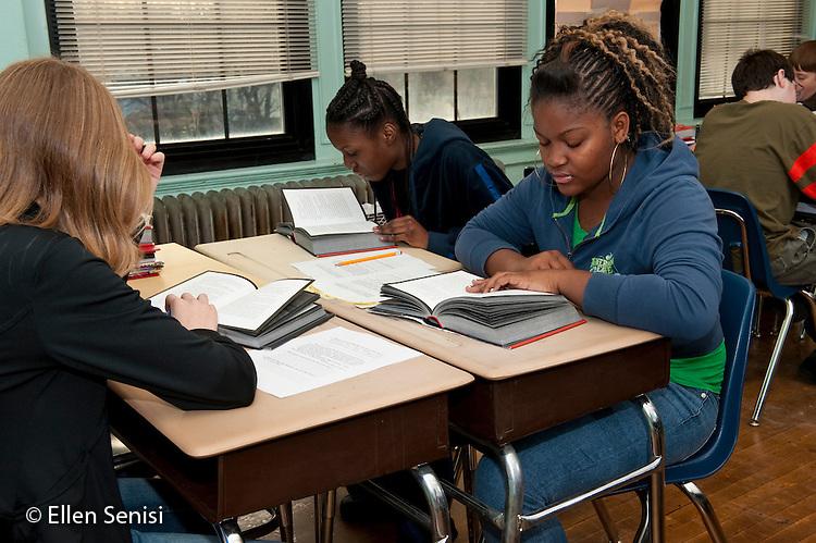 MR / Schenectady, New York. Oneida Middle School (urban public school). 8th grade English class. Students (girl left; 13: girl middle; 13: girl right; 13; African-American) read silently in group during classroom silent reading time. MR: Bar20, Dur4, Jac11. ID: AJ-g8b. © Ellen B. Senisi