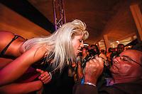 LISBOA, PORTUGAL, 03 DE JUNHO 2012 - SALAO EROTICO DO ATLANTICO - Dancarina durante performance no Salao Erotico do Atlantico na Fundicao Oeiras em Lisboa, capital de Portugal neste domingo,3  (FOTO: WILLIAM VOLCOV / BRAZIL PHOTO PRESS).