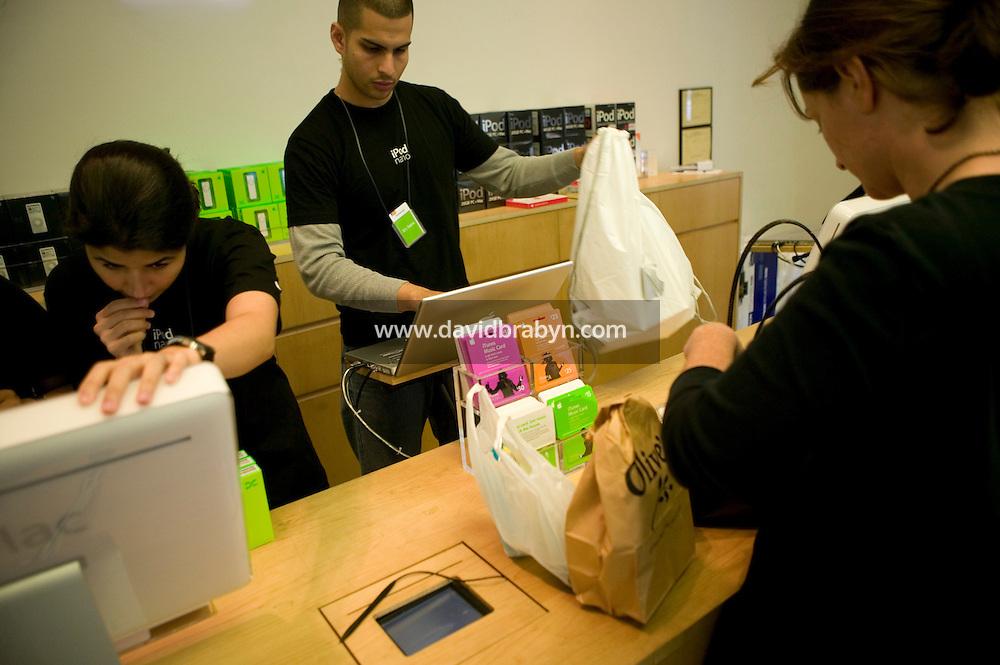 5 October 2005 - New York City, NY - Inside the Apple store in Soho, New York City, USA, 5 October 2005. Photo Credit: David Brabyn.