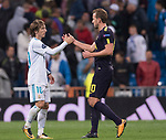 Luka Modric of Real Madrid (L) shakes hand with Harry Kane of Tottenham Hotspur FC (R) after the UEFA Champions League 2017-18 match between Real Madrid and Tottenham Hotspur FC at Estadio Santiago Bernabeu on 17 October 2017 in Madrid, Spain. Photo by Diego Gonzalez / Power Sport Images