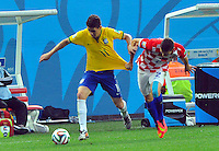SAO PAULO - BRASIL -12-06-2014. Oscar  (Izq) jugador de Brasil disputa el balon con Vrsalikd (Der) de Croacia en partido del Grupo A de la fase inicial jugado en el estadio Arena Corinthians en Sao Paulo por la Copa Mundial de la FIFA Brasil 2014./ Oscar (L) player of Brazil fights the ball with Vrsalikd  (R) player of Croatia during the match of Group A of the initial phaseplayed at Arena Corinthians in Sao Paulo for the 2014 FIFA World Cup Brazil. Photo: VizzorImage / Alfredo Gutierrez / Contribuidor
