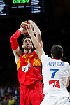 Spain´s Pau Gasol (L) and France´s Lauvergne during FIBA Basketball World Cup Spain 2014 match between Spain and France at `Palacio de los deportes´ stadium in Madrid, Spain. September 10, 2014. (Victor Blanco)