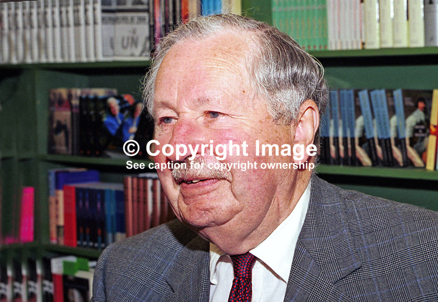 Sir David Fraser, military biographer, former general, Britain, UK. Taken at or during Hay Book Festival, 200005084.<br />
