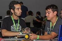 """SÃO PAULO, SP. 05.02.2015 -  CAMPUS PARTY - """"Campuseiro""""constroem robôs durante a oitava edição da Campus Party, no Expo Imigrantes, São Paulo, na noite desta quinta-feira, (5). (Foto: Renato Mendes / Brazil Photo Press)"""