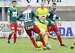 2015-10-18 / voetbal / seizoen 2015-2016 / Witgoor Dessel - Houtvenne / Kushtrim Llapashtica (r) (Witgoor Dessel) in duel met Thomas De Corte (nr 31) (Houtvenne)