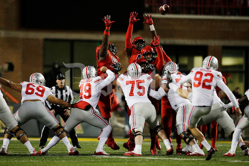 Maryland defenders try to block a 45-yard field goal from Ohio State Buckeyes place kicker Tyler Durbin (92) during the second quarter of a NCAA Division I college football game between the Ohio State Buckeyes and the Maryland Terrapins on Saturday, November 12, 2016 at Maryland Stadium in College Park, Maryland. (Joshua A. Bickel/The Columbus Dispatch)