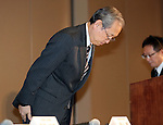 December 27, 2016, Tokyo, Japan - Japan's troubled electronics giant Toshiba president Satoshi Tsunakawa bows his head as he annonces the company may post several billion US dollars loss for the fiscal year in connection with Toshiba's subsidiary Westinghouse's nuclear plant business in the U.S. at a press conference at Toshiba headquarters in Tokyo on Tuesday, December 27, 2016.  (Photo by Yoshio Tsunoda/AFLO) LWX -ytd-