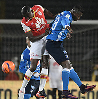 BOGOTÁ -COLOMBIA, 25-03-2017. Hector Urrego (Izq.) jugador de Santa Fe disputa el balón con Duver Riascos (Der.) jugador del Millonarios durante el encuentro de vuelta entre Independiente Santa Fe y Millonarios partido aplazado por la fecha 2 de la Liga Aguila I 2017 jugado en el estadio Nemesio Camacho El Campin de la ciudad de Bogota. / Hector Urrego (L) player of Santa Fe struggles for the ball with Duver Riascos (R) player of Millonarios during postponed match between Independiente Santa Fe and Millonarios for date 2 of the Aguila League I 2017 played at the Nemesio Camacho El Campin Stadium in Bogota city. Photo: VizzorImage/ Gabriel Aponte / Staff
