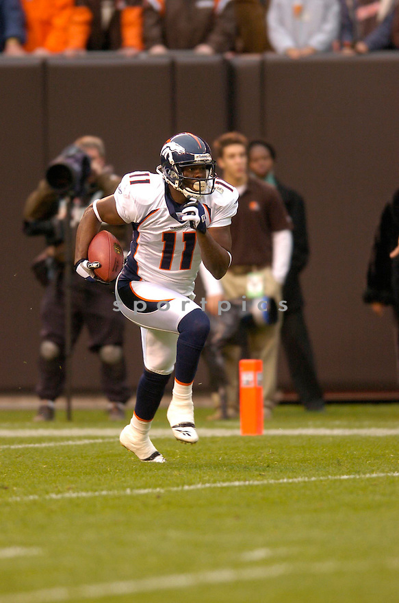 QUINCY MORGAN, of the Denver Broncos, in action against the Cleveland Browns on October 22, 2006 in Cleveland, OH...Broncos win 17-7..Chris Bernacchi / SportPics.