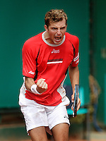 17-4-06, Monaco, Tennis,Master Series, Benneteau peps himself up in his match against Hernych