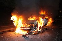 S&Atilde;O PAULO, SP, 24/06/2012, INCENDIO VEICULO. <br /> <br />  Um Vw/ Passat pegou fogo na Av. Salin Farah Maluf na noite desse Domingo(24), o veiculo que estava todo equipado, custava cerca de R$40 mil, segundo relatos no local.<br /> <br />  Luiz Guarnieri/ Brazil Photo Press