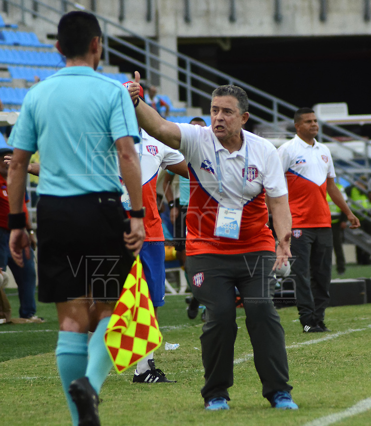 SANTA MARTA- COLOMBIA, 03-08-2019: Pedro Sarmiento director técnico del Unión Magdalena  ante el Independiente Medellín durante partido por fecha 4 de la Liga Águila II 2019 jugado en el estadio Sierra Nevada de la ciudad de Santa Marta. / Pedro Sarmiento coach of  Union Magdalena   against of Independente Medellin during match for the date 4 as part of the  Aguila League  II 2019 played at the Sierra Nevada Stadium in Santa Marta  city. Photo: VizzorImage / Gustavo Pacheco / Contribuidor