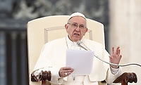 Papa Francesco tiene l'udienza generale del mercoledi' in Piazza San Pietro, Citta' del Vaticano, 28 giugno, 2017.<br /> Pope Francis leads his weekly general audience in St. Peter's Square at the Vatican, on June 28, 2017.<br /> UPDATE IMAGES PRESS/Isabella Bonotto<br /> <br /> STRICTLY ONLY FOR EDITORIAL USE