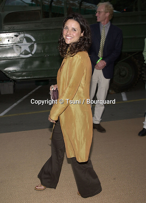 Julia Louis Dreyfuss arriving  at the premiere of Band of Brothers at the Hollywood Bowl in Los Angeles. August 29, 2001.  © TsuniDreyfussJuliaLouis04.JPG