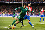 Ryan Donk (l) of Real Betis Balompie fights for the ball with Yannick Ferreira Carrasco of Atletico de Madrid during their La Liga 2016-17 match between Atletico de Madrid vs Real Betis Balompie at the Vicente Calderon Stadium on 14 January 2017 in Madrid, Spain. Photo by Diego Gonzalez Souto / Power Sport Images