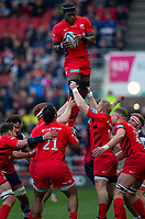 Saracens' Maro Itoje claims the lineout<br /> <br /> Photographer Bob Bradford/CameraSport<br /> <br /> Gallagher Premiership - Bristol Bears v Saracens - Saturday 13th April 2019 - Ashton Gate - Bristol<br /> <br /> World Copyright © 2019 CameraSport. All rights reserved. 43 Linden Ave. Countesthorpe. Leicester. England. LE8 5PG - Tel: +44 (0) 116 277 4147 - admin@camerasport.com - www.camerasport.com