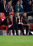 Nederland, Eindhoven, 15 september 2015<br /> Champions League<br /> Seizoen 2015-2016<br /> PSV-Manchester United<br /> Bezorgde gezichten op de bank van Manchester United. Met Louis van Gaal