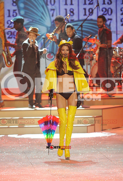 NON EXCLUSIVE PICTURE: MATRIXPICTURES.CO.UK.PLEASE CREDIT ALL USES..UK RIGHTS ONLY..A model is pictured on the runway during the 2012 Victoria's Secret lingerie fashion show, held at New York's Lexington Avenue Armory. ..NOVEMBER 7th 2012..REF: GLK 125134 /NortePhoto