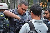 SÃO PAULO, SP, 24.05.2014 – PROTESTO ANTI-COPA: Manifestantes contra a Copa do Mundo reúnem na Praça da Sé e percorrem até o metrô Consolação na tarde deste sábado em São Paulo. (Foto: Ben Tavener / Brazil Photo Press).