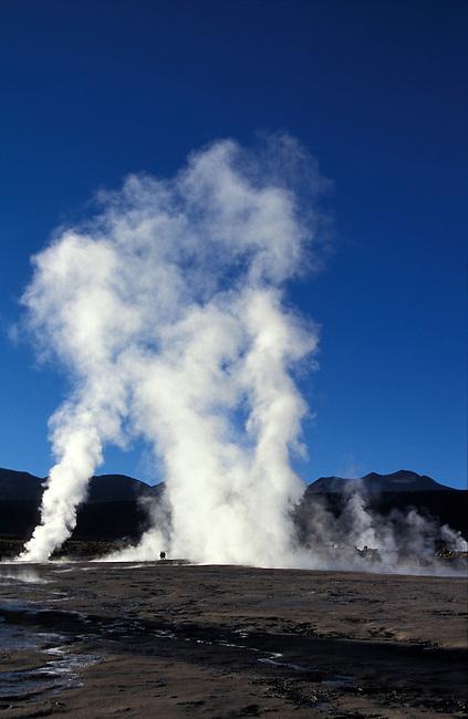 Geysers du Tatio. San Pedro de Atacama, 4321 m. Camp geothermique lie au volcan Tatio. *** Geysers del Tatio, San Pedro de Atacama (4321m), Chile.