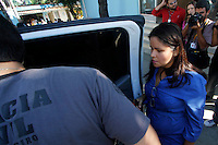 Rio de Janeiro,5 de  Julho 2012 - Ma manhã dessa  quinta-feira(5) policiais federais , civis e militares, realizazam uma  operação  no cemitério de caxias na  baixada  fluminense, após denúncias, sobre a  máfia das funeráris, diversar  ossadas foram encontradas, os  administradores  foram encamiinhados para averiguações.<br /> Guto Maia Brazil Photo Press